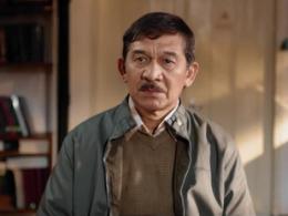 Aktor Senior Cok Simbara berperan sebagai Prof. Wibowo